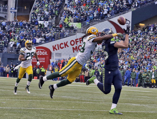 Jermaine Kearse game-winning touchdown. Courtesy of AP / Jeff Chiu